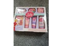 Along came betty gift set