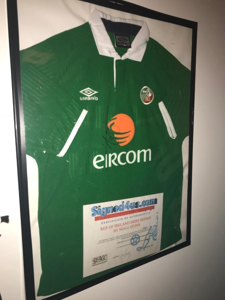 Signed Ireland captain Niall Quinn Tshirt