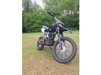 Dirt bikes 150cc almost new
