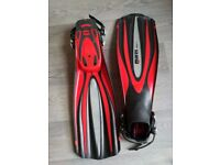 Mares Excel + Fins, Excellent condition, red, small