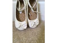 Blue zoo size 6 cream dolly shoe
