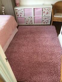 Shaggy pile rug