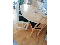 Solid dining table with the 4 chairs
