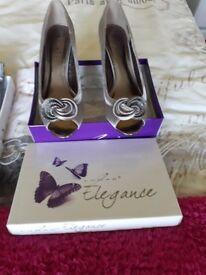Peep toe low heel Lunar Elegance grey shoes & handbag to match