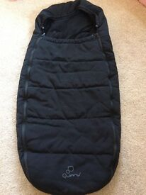 Quinny footmuff in black to fit all quinny pushchairs in excellent as new condition