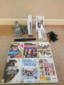 Nintendo Wii Console with 6 Games & Microphone