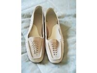 Footglove cream suede flat shoes size 4.5