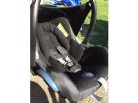 Maxi cosy car seat and easi fix base