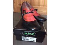 Black ladies Schuh court shoes size 6