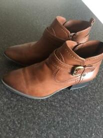 Leather boots size 4