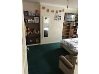 Specious 2 bedroom house with garden to rent in Edgware HA8
