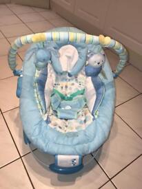 Baby vibrating and lullaby bouncer