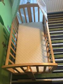 Baby rocker and baby bath both excellent condition both