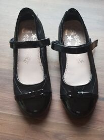 F&F brand new school shoes size 2