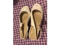 Lady's shoes size 7