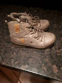 74e424c97c6959 Girls size 11 boots. Girls size 11 boots. 2 images