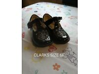 Black Clark's girls shoes 6F with lights