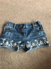 Girls shorts - age 5-6