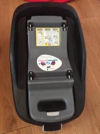 Maxi Cosi Familyfix base and Maxi Cosi Pebble Car Seat