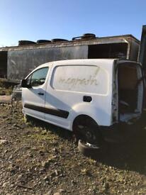 2010 berlingo breaking parts engine doors