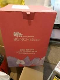 Cardboard box for transporting cut flowers