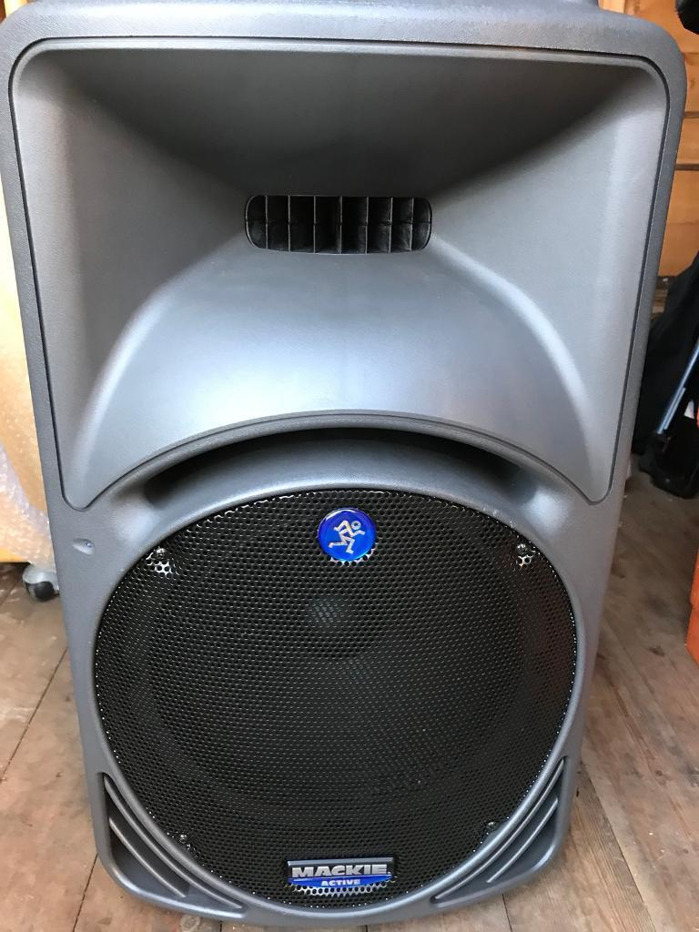 MACKIE SRM 450 PAIR SPEAKERS (1 FAULTY) WITH CARRY CASES