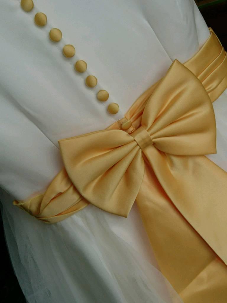 'Little People' bridesmaids dresses ivory/mango
