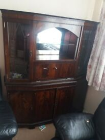 Beautiful display cabinet. Top bit can be separated from bottom bit for easy delivery.