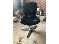 8 Hairdressing chairs