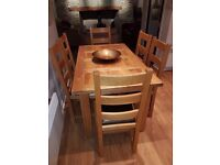 Solid oak table & 6 chairs great condition