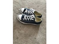 Kids navy Converse shoes, size 1 1/2