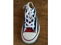 Girls Stars and Stripes converse uk size 2