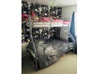 Triple bunk / bunk beds