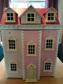 Doll House with furniture and dolls