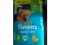 Pack of 136 Pampers size 3