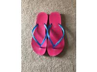 Hardly used genuine havaianas. Perfect condition.