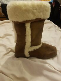 Ladies swade and white fur boots
