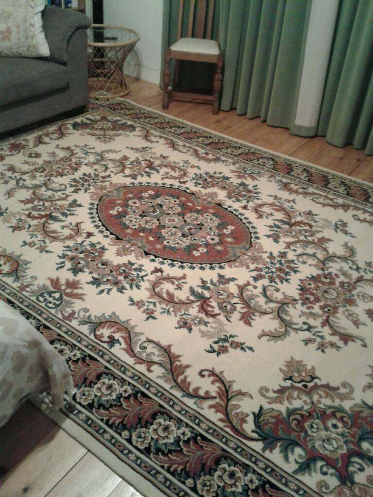 Large Persian Rug for salein Archway, London - Good quality, beautiful Persian Rug for sale. Colours include reds, blues and creams. No visible stains.94inches by 137inches. Collection only
