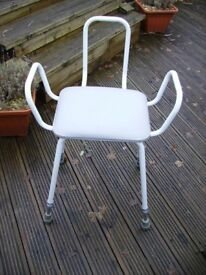 ADJUSTABLE PERCH STOOL