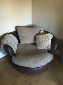 Round swivel chair (DFS)