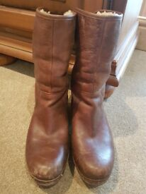 Genuine Ugg Boots Size 6.5(6)