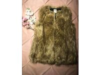 Ladies Zara Trafaluc Outerwear Faux fur Gilet Size Small. Women's.