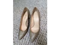 Women' sparkly shoes, size 4