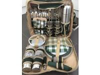 4 Person Deluxe Picnic Set Hamper *brand new with tags*