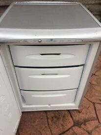 SILVER HOTPOINT UNDERCOUNTER FREEZR FOR SALE.