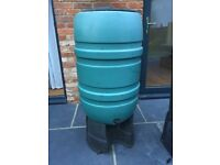 210 litre large water butt with lid and stand