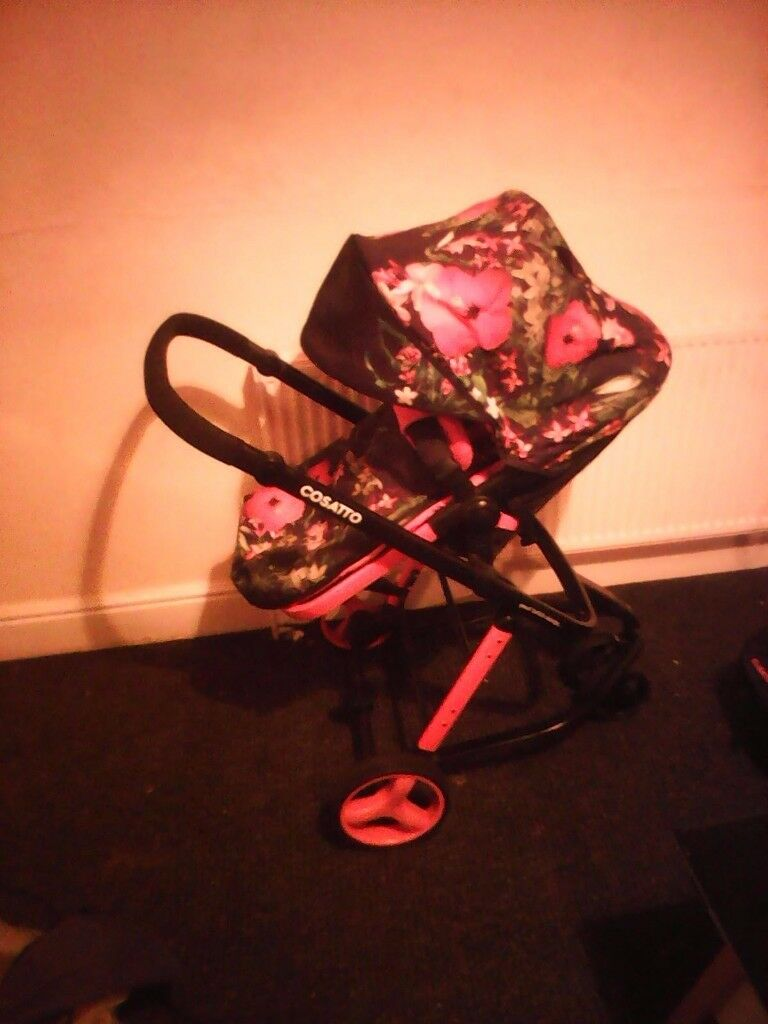 Cosatto Woop Travel System & car seat erdington b23 £250. no offers