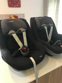 Maxi cosi pearl car seat and family fix base x 2
