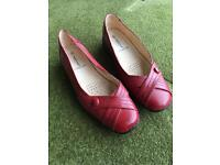 Ladies size 8 cushion Walk flexible comfort shoes - red leather lined