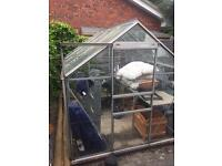 Greenhouse in reasonable condition incl. built-in table